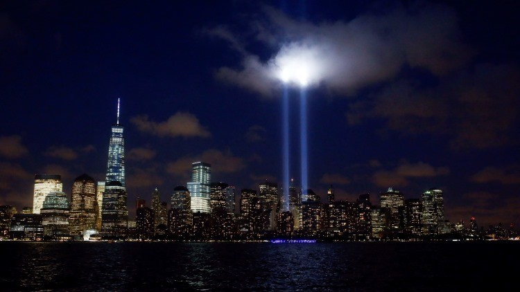 Luces conmemorativas en Manhattan, donde se ubicaban antes del 11-S las torres gemelas del World Trade Center.