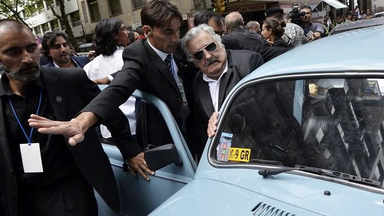 Vídeo: Una caravana de 30 escarabajos recibe a José Mujica en Guatemala