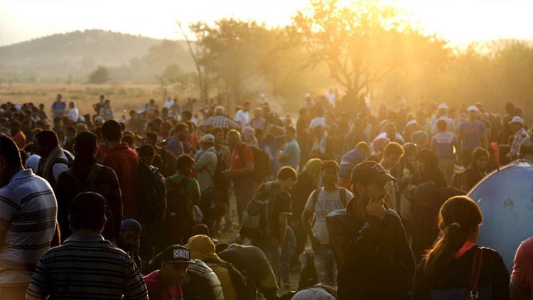 Macedonia declara el estado de emergencia por la oleada de migrantes y refugiados