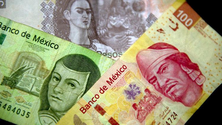 Mientras el peso mexicano se desliza por una pendiente, Peña Nieto piropea al dólar