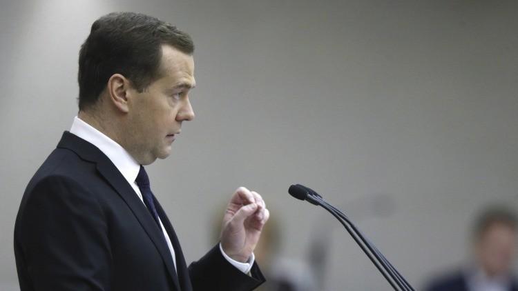 Dmitri Medvédev: Hay 4 causas de la caída del rublo