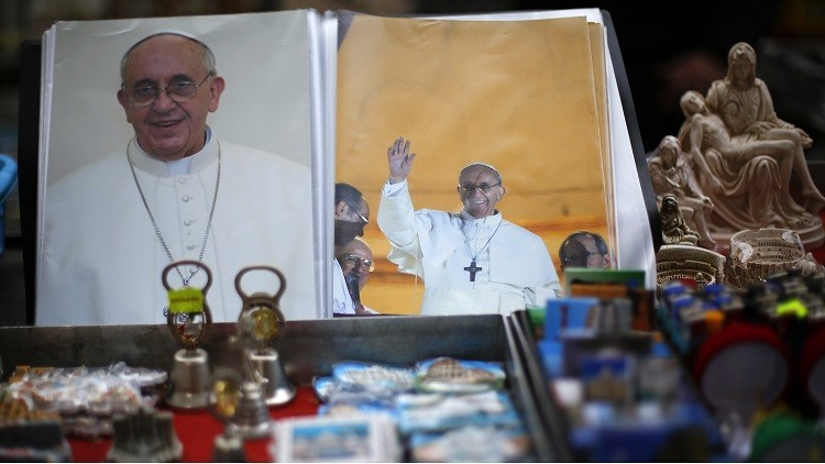 El Vaticano a la venta: La Capilla Sixtina, cenas con el papa y compras de los archivos secretos