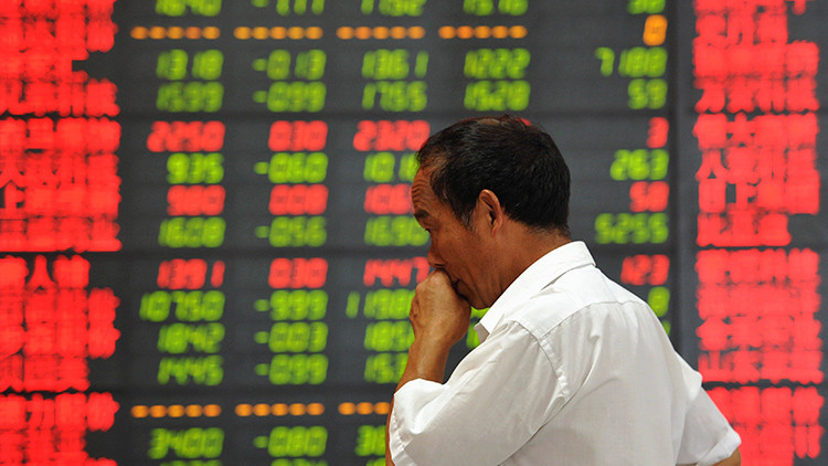 ¿La economía mundial a un paso del colapso? Continúa la caída libre de los mercados chinos