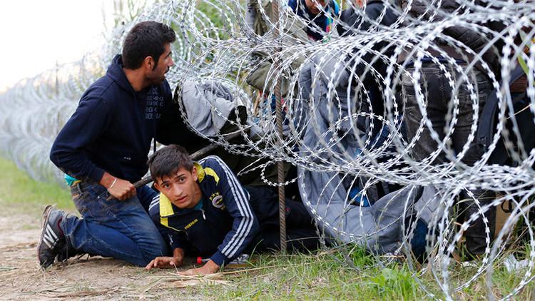 La Policía de Hungría usa gases lacrimógenas contra inmigrantes