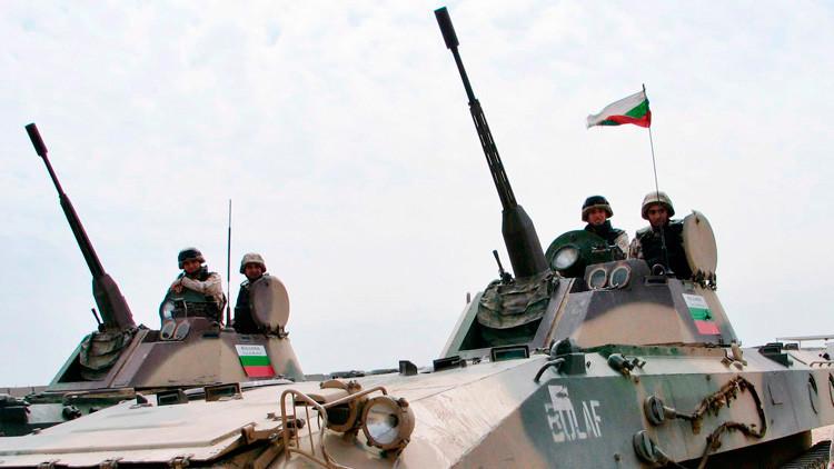 Bulgaria blinda su frontera con Macedonia con tanques por el flujo de refugiados