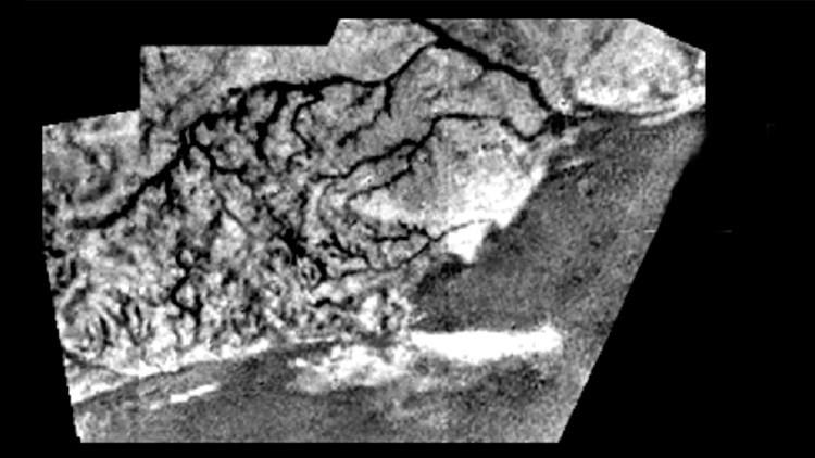 Microorganismos 'gigantes' y muy longevos podrían habitar la mayor luna de Saturno