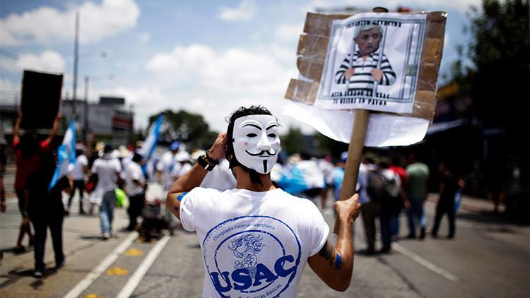 Entre protestas y el caos político: ¿Por qué Guatemala se rebela contra su presidente?
