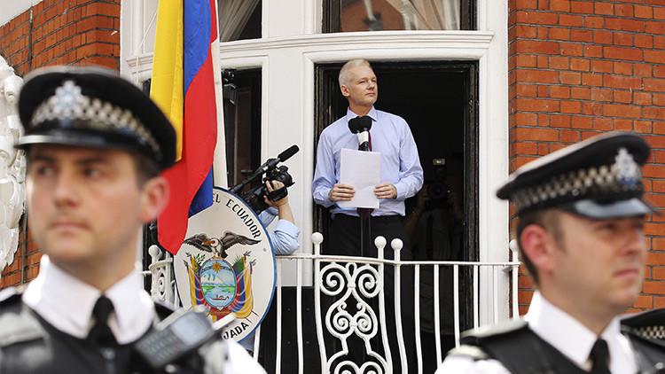 """Julian Assange teme """"ser atacado por un dron"""" si sale de la embajada de Ecuador"""