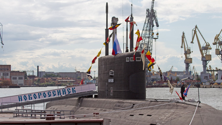 Un submarino ruso 'Novorossiysk' visita el puerto español de Ceuta