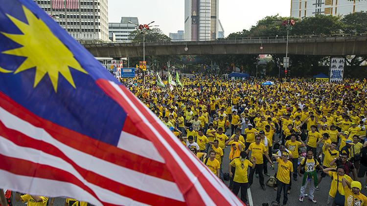¿Nueva revolución en Asia?: El exprimer ministro de Malasia exige la dimisión del Gobierno