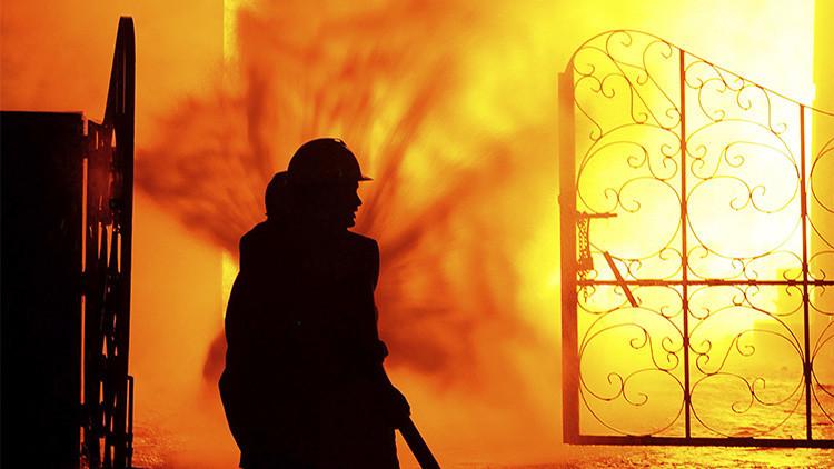 Al menos 11 muertos y más de 200 heridos en el incendio de un complejo residencial en Arabia Saudita