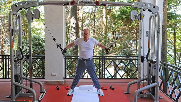 Entre las pesas y la parrilla: Putin y Medvédev se ejercitan en el gimnasio y comen asado (VIDEO)