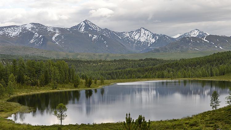 Localizan en un lago de Siberia una carreta legendaria que podría contener oro zarista