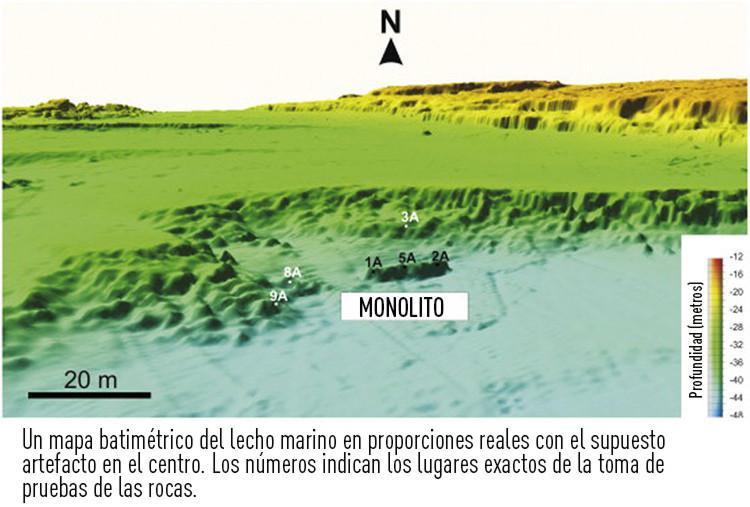 Un mapa batimétrico del lecho marino en proporciones reales con el monolito perforado en el centro