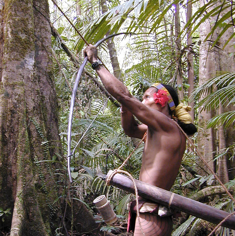 Los curiosos mentawai: Se cubren con tatuajes, afilan los dientes y creen en espíritus