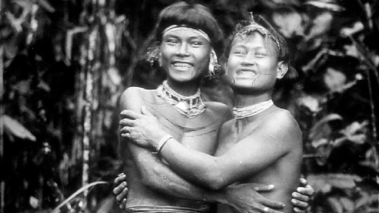 Fotos: La curiosa tribu que se tatúa de pies a cabeza y se afila los dientes