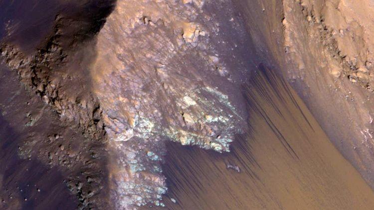 NASA muestra la imagen del flujo de agua en el Marte