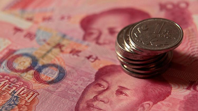 """La devaluación histórica de yuan causa """"pánico"""" en los mercados internacionales"""