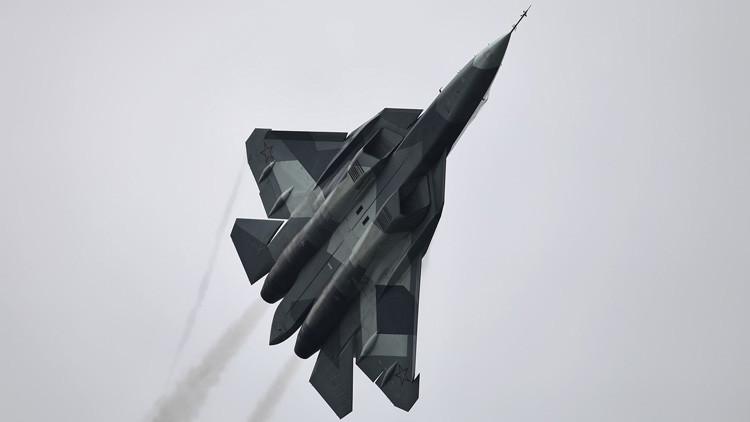 El avion T-50 (PAK-FA) pasando pruebas en el vuelo