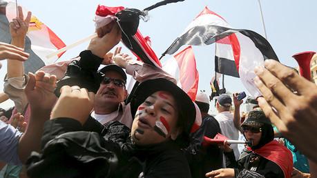 Egipto celebra la apertura del nuevo canal de Suez que llevaría al liderazgo regional