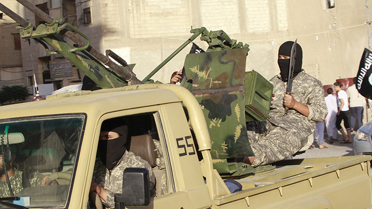 El Estado Islámico ejecuta a 112 de sus militantes
