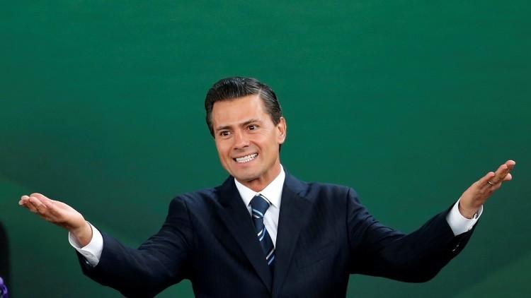 La fuga de 'El Chapo' no fue bastante interesante para que Peña Nieto dejara su partida de dominó