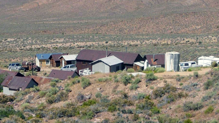 """""""Abusos y atrocidades"""": La familia que vive al lado del Área 51 rompe el silencio tras 60 años"""