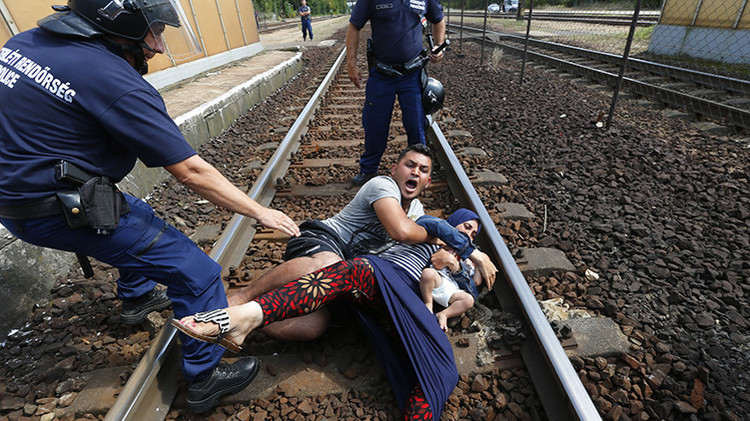 Refugiados, entre la espada y la pared