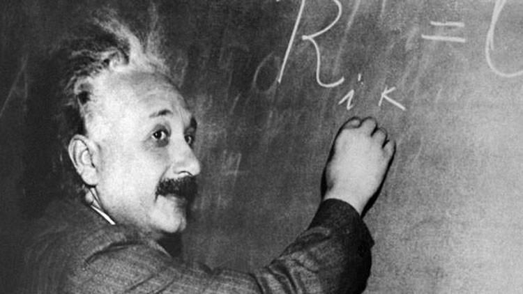 """""""Más fácil de lo que esperaba"""": Alumna británica de 12 años supera en CI a Einstein y Hawking"""