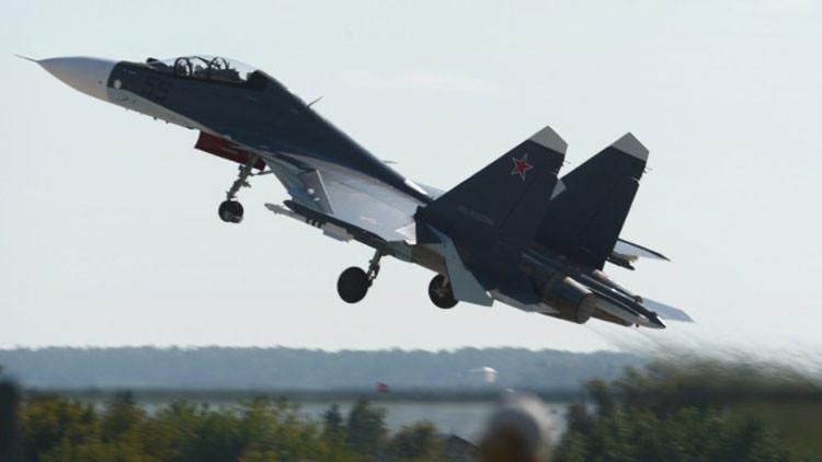 Video: Impresionantes maniobras acrobáticas del caza ruso Su-30SM