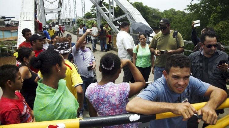 Venezuela pone en marcha un corredor humanitario en la frontera con Colombia