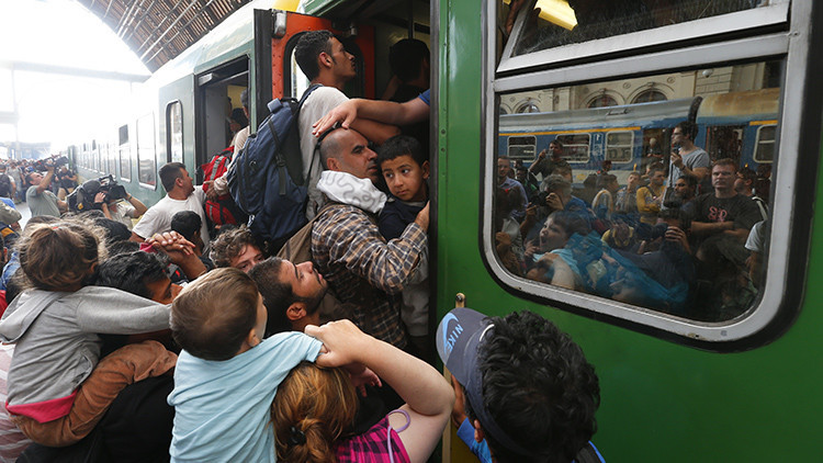 Fotos: Hungría descubre a dos terroristas del EI entre los refugidos gracias a las redes sociales