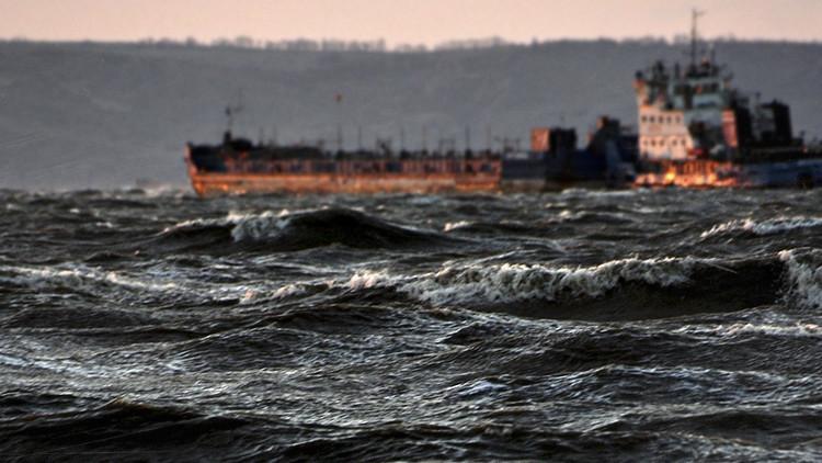 Un carguero de bandera danesa vierte combustible a 140 kilómetros de la costa de Barcelona