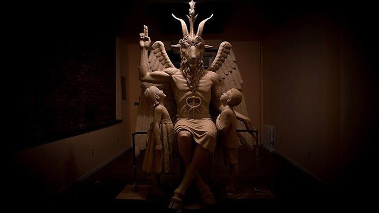 La polémica estatua de satán 'sobrevuela' Arkansas