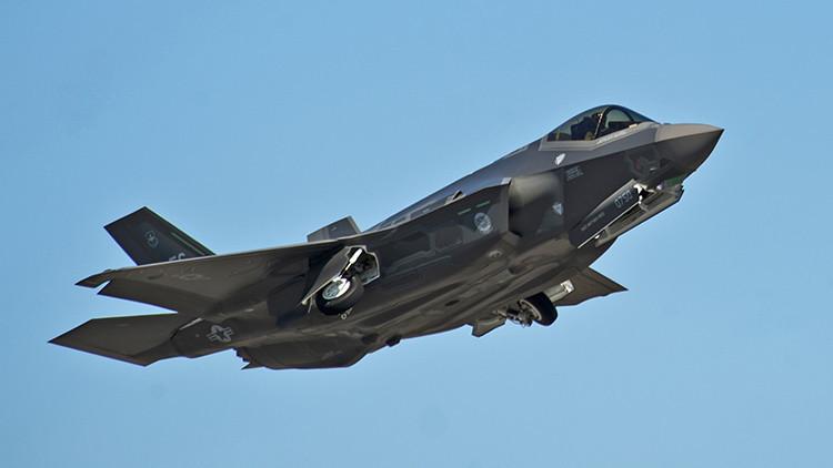 El F-35 contra los mejores cazas rusos y chinos: ¿Quién ganaría la batalla?