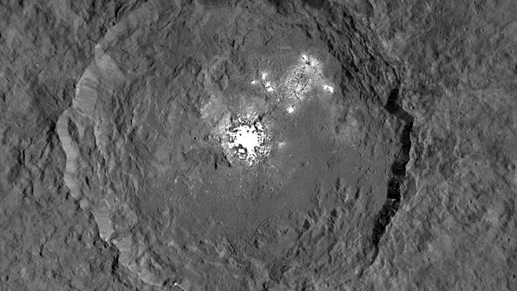 La NASA publica la foto más detallada de los enigmáticos puntos brillantes de Ceres