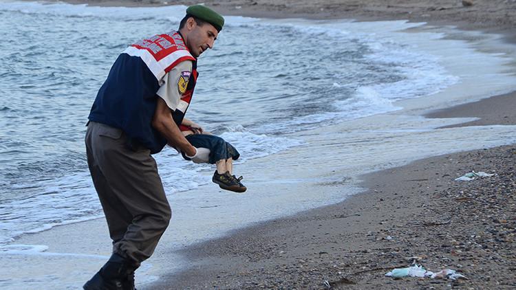 ¿Fue una puesta en escena la foto del niño sirio muerto en la costa turca?