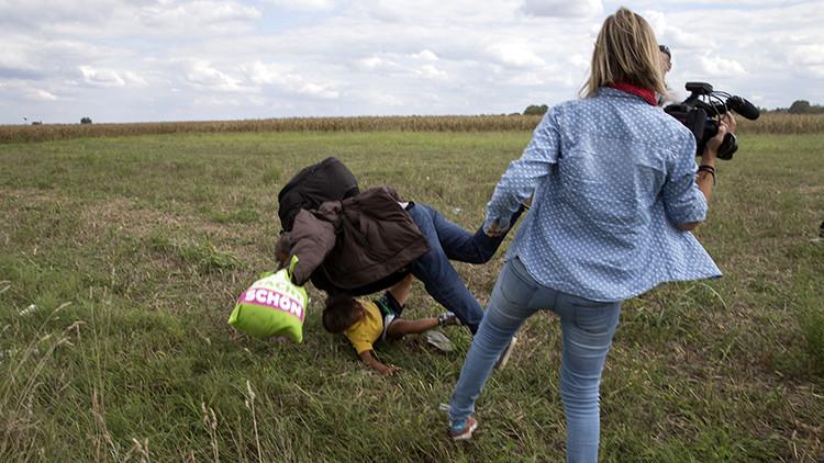 ¿Huye del Estado Islámico para acabar pateado por una periodista húngara?