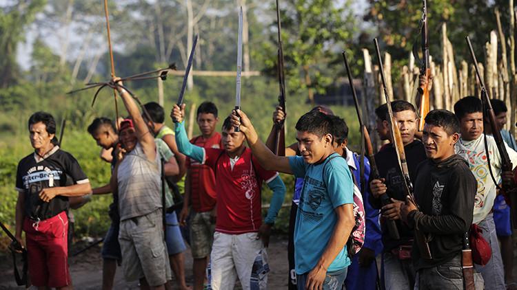 Una de las tribus más amenazadas lucha con arcos y flechas para salvar la selva amazónica