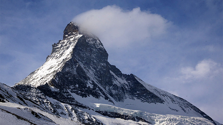 Cadáveres, fósiles y aviones: El derretimiento de glaciares pone al descubierto 'tesoros' insólitos
