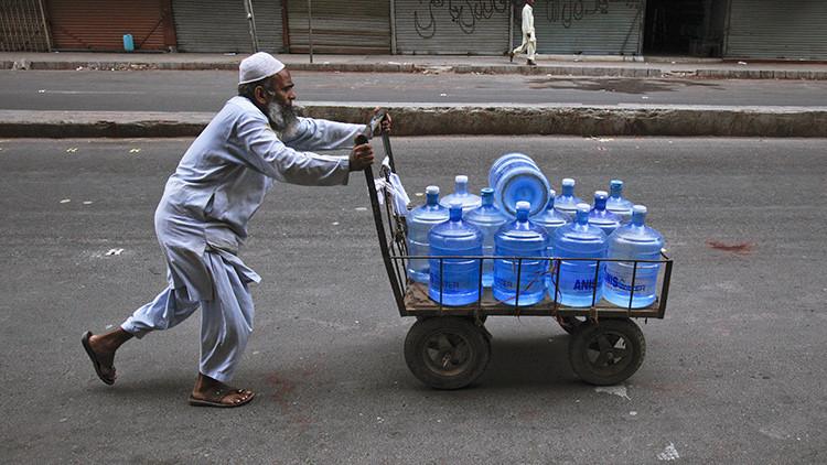 """La """"mafia"""" deja sin agua la ciudad de Karachi en Pakistán, robándola de tuberías"""