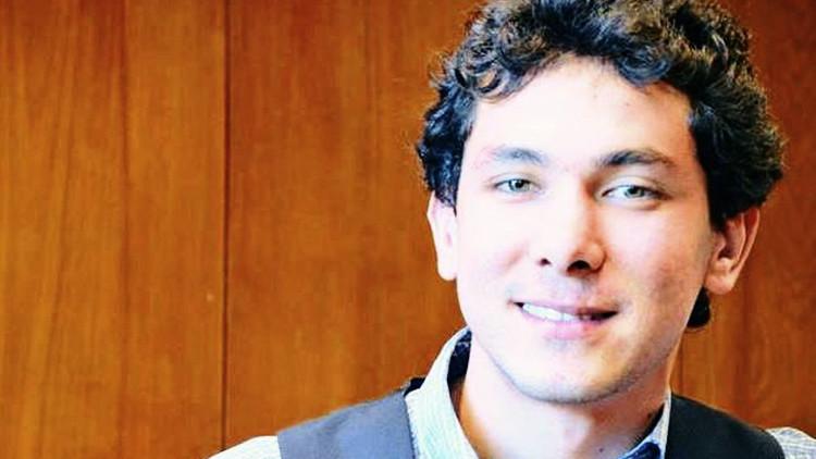 Un mexicano viajó a Europa para tocar el piano pero acabó en una prisión entre refugiados