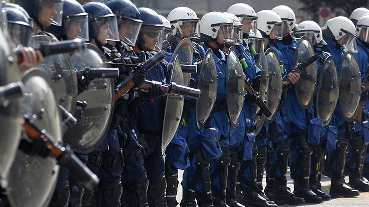 Policía suiza utiliza gas lacrimógeno para dispersar un enfrentamiento masivo entre turcos y kurdos