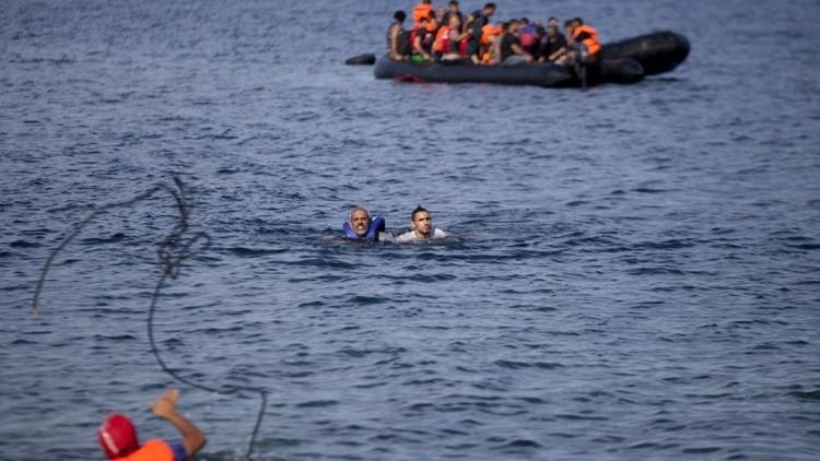 """El mensaje en el chaleco salvavidas de un niño refugiado: """"Llamen a este número, es el de mi madre"""""""