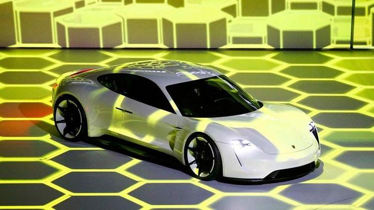 Porsche presenta al 'asesino' de Tesla