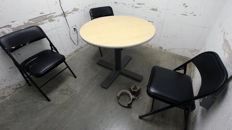 Dos ex jefes de la CIA escribieron un libro en defensa de la tortura en la oficina