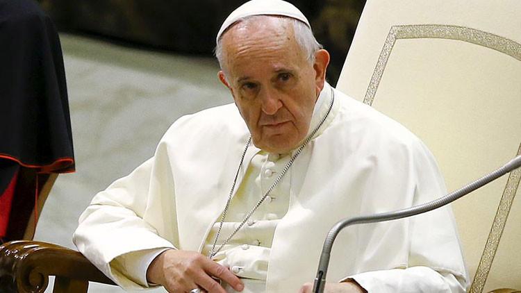 """El Papa Francisco bromea: """"Jesús también era muy popular y mire cómo terminó eso"""""""