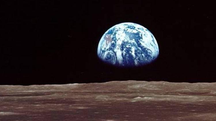 La Tierra 'masajea' la superficie de la Luna