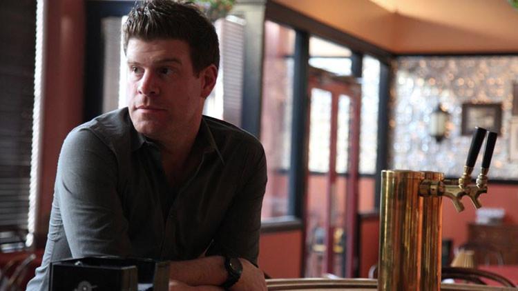 La mentira del 11-S: Un comediante estadounidense se cubre de cenizas