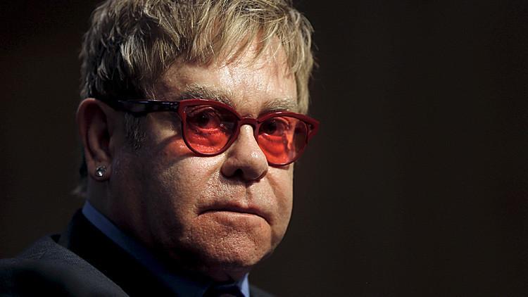 Bromistas telefónicos rusos hablaron con Elton John haciéndose pasar por Putin